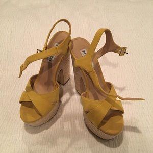 Steve Madden platform sandals yellow sz 7 new